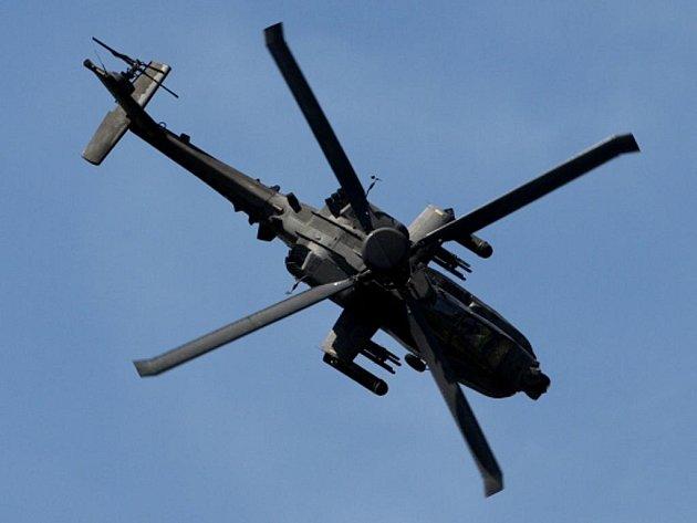 Útočná helikoptéra Apache.