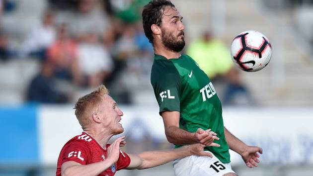 Utkání 6. kola první fotbalové ligy FK Jablonec - Sigma Olomouc. Martin Doležal (vpravo) z Jablonce a Václav Jemelka z Olomouce.