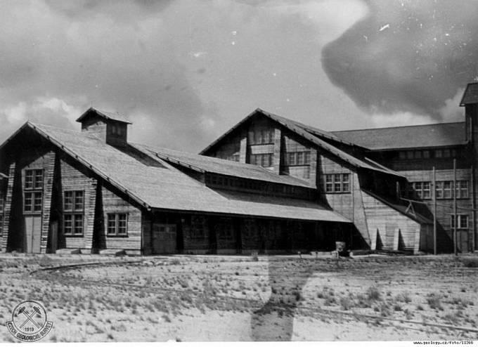 Fotografie důlního závodu Rolava z roku 1946. Část budov úpravny