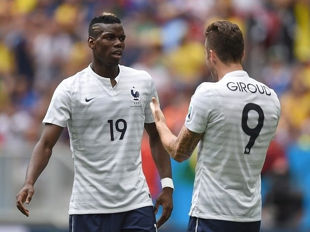 Francie - Nigérie: Paul Pogba (vlevo) a Olivier Giroud