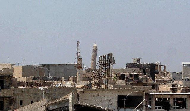 Minaret Al-Hadba, který byl součástí islamisty zničené mešity al-Nuri