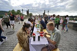 Sousedské slavnosti na Karlově mostě