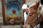 Umělec Lubo Kristek daroval obraz koni, kterého křtil.