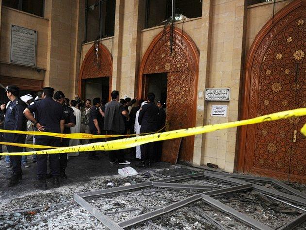 Kuvajtské bezpečnostní síly našly a zadržely řidiče auta, kterým přijel v pátek sebevražedný pumový atentátník k šíitské mešitě a svým odpálením zabil 27 lidí a přes 200 dalších zranil.