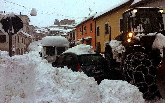 Zemětřesení zasáhlo opět Itálii, padají i laviny
