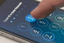 Heslo na mobilním telefonu - Ilustrační foto