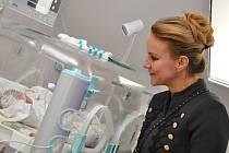 Vendula Pizingerová na návštěvě ve svitavské nemocnici. Foto: Iveta Nádvorníková