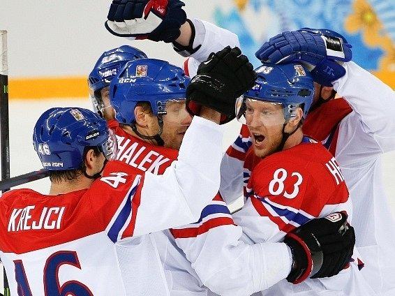Česko - Slovensko: Čeští hokejisté slaví jeden z gólů