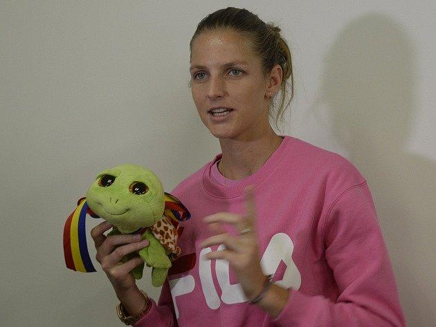 Karolína Plíšková stalismanem pro štěstí, který dostala od mladé sparťanské tenistky Terezy Valentové