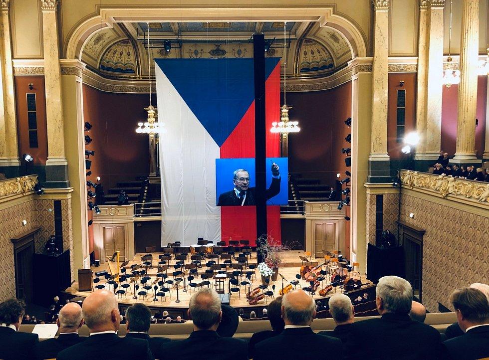 Rozloučení se zesnulým senátorem Jaroslavem Kuberou v pražském Rudolfinu