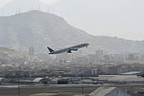 Odlet letadla z letiště v Kábulu. Ilustrační snímek