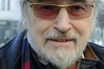 Ve věku 78 let zemřel v Praze textař, překladatel, scenárista a člen dozorčí rady Ochranného svazu autorského (OSA) Rostislav Černý, autor textů k řadě hitů 60. let.