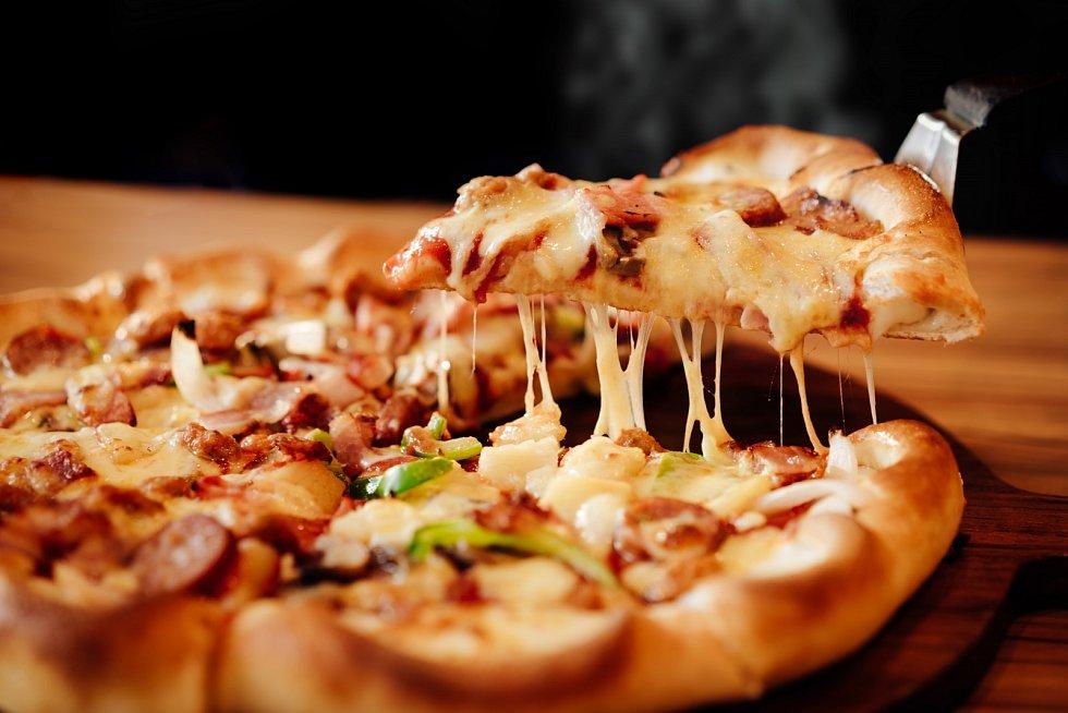 Pizza s uzeným sýrem