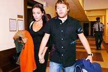 U královéhradeckého krajského soudu vypovídala bývalá sboristka a nyní manželka zpěváka skupiny Monkey Business Matěje Rupperta.