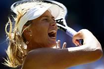 Ruská kráska Maria Šarapovová skončila ve Wimbledonu ve 2. kole na raketě Gisely Dulková z Argentiny.