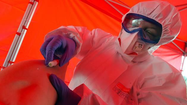 Odběr na testování nákazy koronavirem - ilustrační foto.