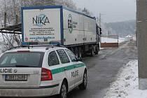Jednadvacet kamionů se zkontrolovanou municí a výzbrojním materiálem odjelo do dneška z areálu ve Vlachovicích – Vrběticích na Zlínsku. Další kamion se nakládá a měl by odjet ještě dnes. Ilustrační foto.
