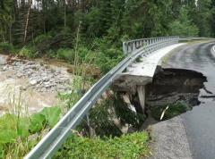 Bleskové povodně podemlely ve Vysokých Tatrách i silnice.