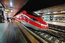 Rychlovlak Frecciarossa společnosti Trenitalia je v současnosti nejrychlejší soupravou v Itálií. Může jet rychlostí až 300 kilometrů v hodině.