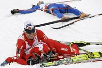 Zlato ve sprintu dvojic vyhráli po dramatickém finiši norští lyžaři Ola Vigen Hattestad a Johan Kjölstad.