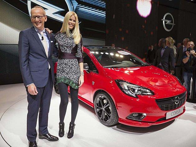 Nový Opel Corsa představila v Paříži také modelka Claudia Schiffer.