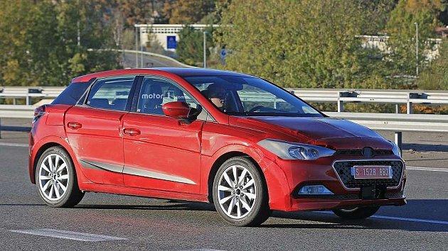 Testovací prototyp nové generace Seatu Ibiza se tváří jako Hyundai i20.