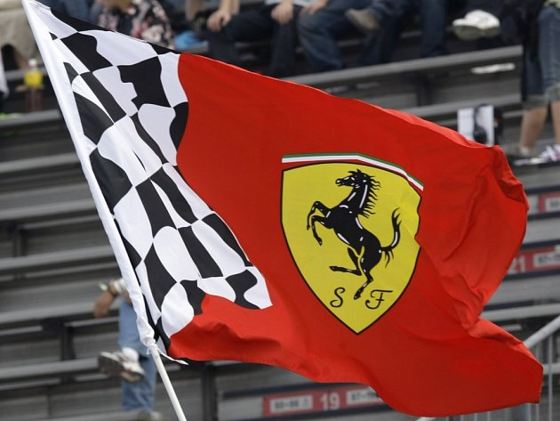 Znak stáje Ferrari je v motoristickém sportu legendou.