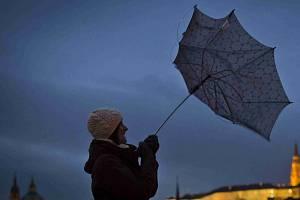 Česko potrápí silný vítr.