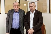 Ruští novináři Alexandr Kuranov a Vladimír Snegirev, kterým MZV ČR odmítlo prodloužit akreditaci.