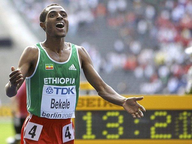 Etiopský běžec Kenenisa Bekele získal na mistrovství světa zlatý vytrvalecký double.