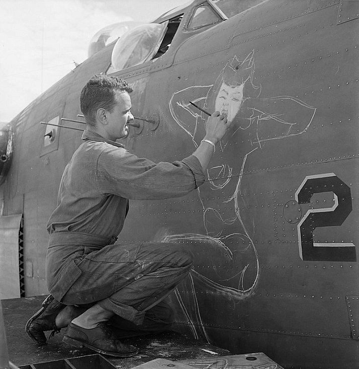 Bombardér B-24 s malůvkou