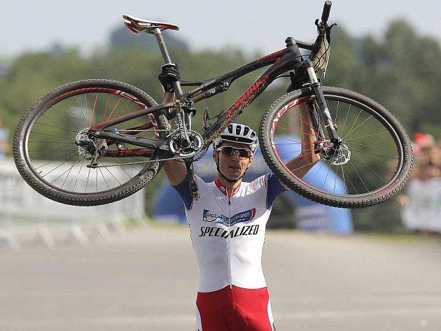 Biker Jaroslav Kulhavý zvítězil v závodu SP v Novém Městě na Moravě a stal celkovým vítězem seriálu.