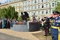 Na pražském Klárově byla umístěna socha připomínající hrdinství československých letců za druhé světové války v Británii.