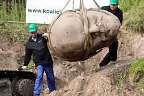 V Berlíně vykopali po 24 letech hlavu sochy Lenina.