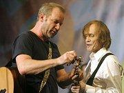 Veřejnosti se v pátek 23. prosince 2012 otevřela celá pražská Lucerna na závěr piety k úmrtí bývalého prezidenta. Koncert s názvem Pocta Václavu Havlovi uspořádal bratr zesnulého Ivan Havel. Vystoupili také hudebníci David Koller (vlevo) a Ivan Král.