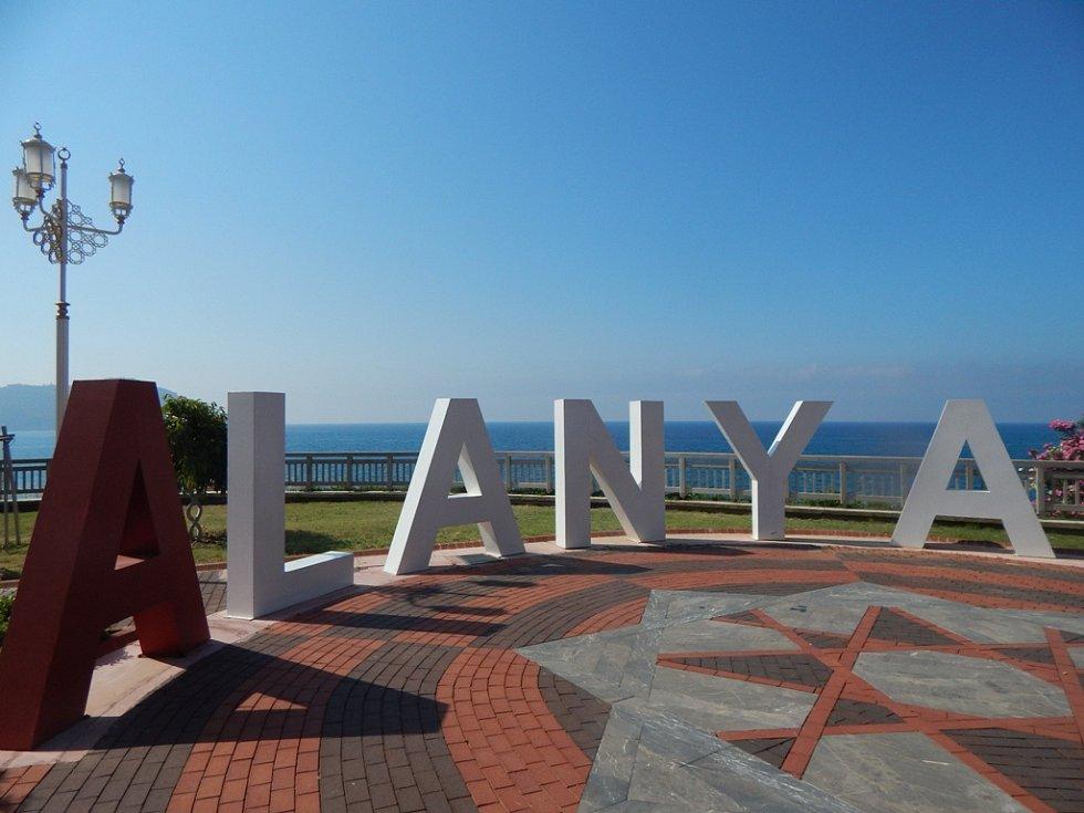 Alanya: malý park před městem