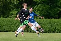 Fotbalisté Chotusic v černém jsou účastníkem projektu Kopeme za fotbal od pivovaru Gambrinus.
