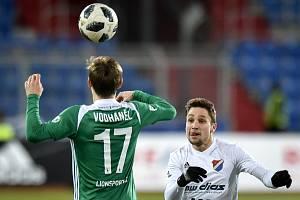 Utkání 18. kola první fotbalové ligy: FC Baník Ostrava - Bohemians Praha 1905, 8. prosince 2018 v Ostravě. Na snímku (zleva) Jan Vodháněl a Jánoš Adam.
