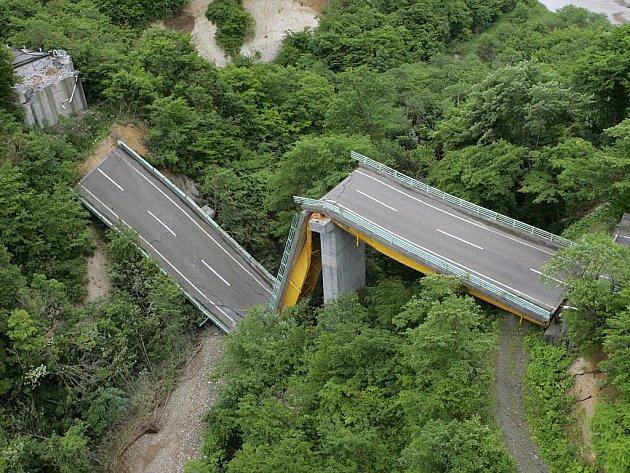 Sever Japonska postihlo siílné zemětřesení