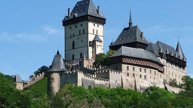 Mezi nejslavnější české hrady patří Karlštejn.