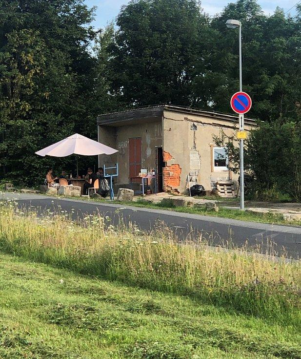 Občerstvení nedaleko čedičových varhan u Kamenického Šenova