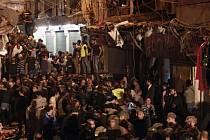 Jeden z atentátníků, který přežil čtvrteční útok na šíitském předměstí Bejrútu, vyšetřovatelům řekl, že je Libanonec a že si jej najala radikální organizace Islámský stát (IS).