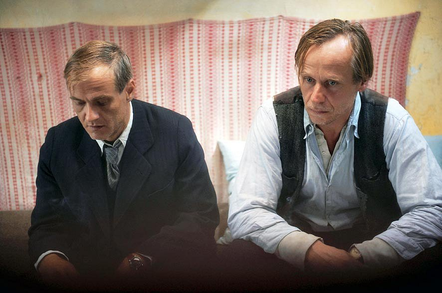 Vlček a Šíma (Roman Luknár a Karel Roden) ve filmu Lidice.