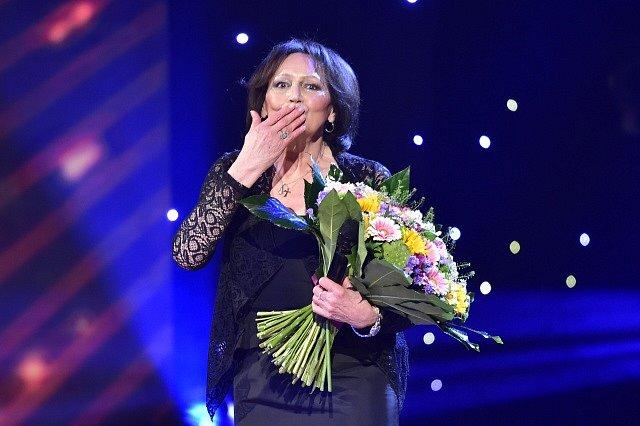 Zpěvačka Marta Kubišová, která nedávno ukončila kariéru, získala 25. listopadu v Praze mimořádnou cenu Slavíka pro výjimečnou osobnost.