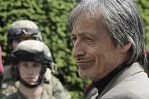 Ministr obrany Martin Stropnický navštívil 30. května vojáky 4. brigády rychlého nasazení v Žatci.