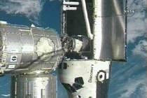 Raketoplán Discovery se připojil k Mezinárodní vesmírné stanici.
