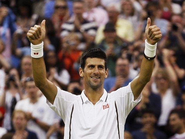 Novak Djokovič ve Wimbledonu.