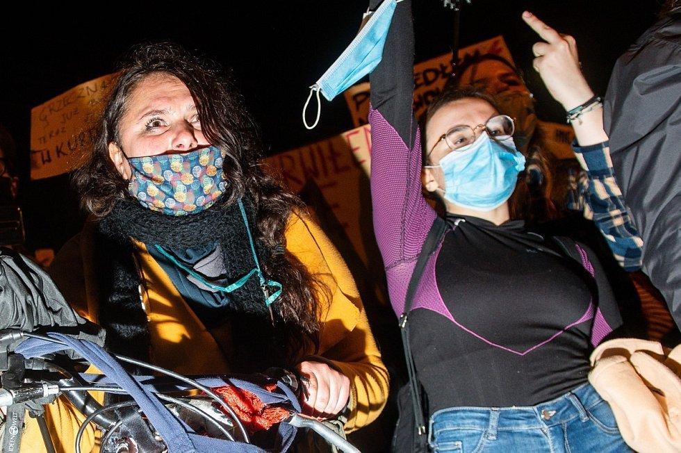 Polské ženy demonstrují proti rozhodnutí Ústavního soudu o interrupcích
