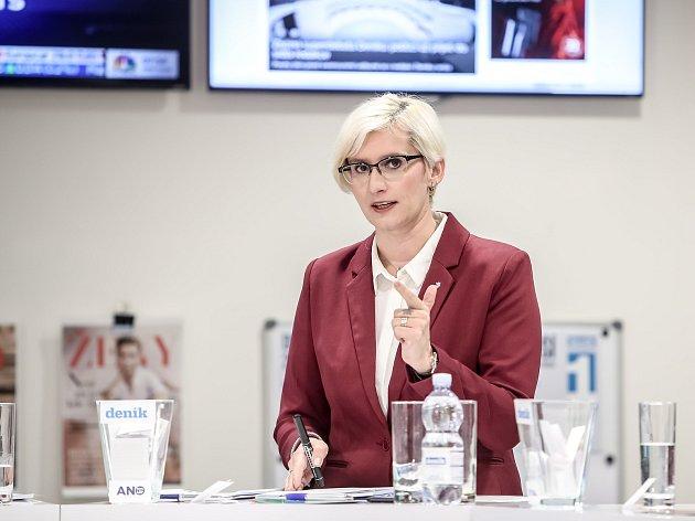 Karla Šlechtová v superdebatě Deníku.