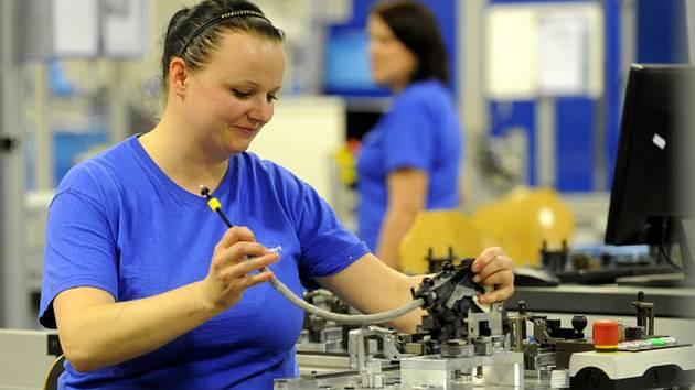 Společnost Kiekert-CS přijme do provozu 200 lidí. Zaměstnanost v podniku, který sídlí v Přelouči na Pardubicku, se zvýší na 2700 pracovníků.